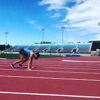 Participante du Québec en athlétisme se préparant au départ de sa course