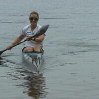 La kayakiste Lissa Bissonnette sur son kayak