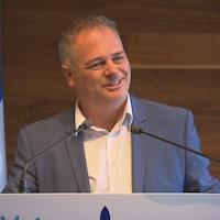 Jonatan Julien pendant une conférence de presse.