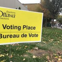 """Affiche sur laquelle on peut lire """"Bureau de Vote""""."""