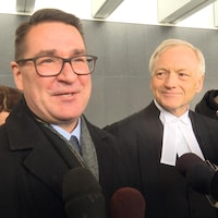 J.P. Levesque et son avocat Brian Gover.