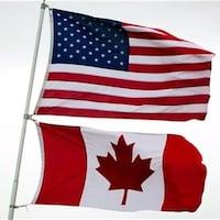 Deux drapeaux du Canada et des États-Unis.