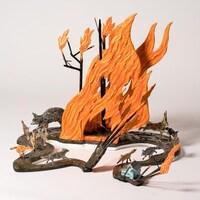 L'oeuvre de Jude Griebel consiste en une sculpture qui montre des animaux s'enfuyant d'un feu.