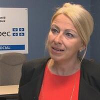 Dre Julie Saint-Pierre en entrevue dans son bureau