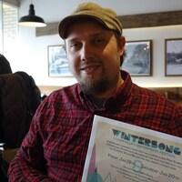 Kevin Ker, chef de production du festival de musique Wintersong, remercie la communauté de Stouffville pour la réalisation du record Guinness.