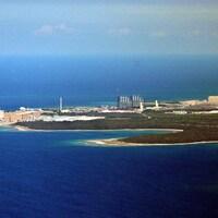 Une centrale nucléaire vue des airs.