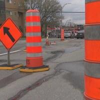 Des cônes oranges sur la rue King Ouest, à Sherbrooke.