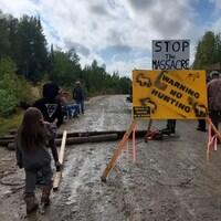 L'accès aux chasseurs est refusé à quatre points de contrôle installés le long des jonctions de la route 117, dans la réserve faunique La Vérendrye.