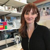 Docteure Julie Lajoie dans un laboratoire de l'Université du Manitoba