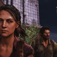 Ellie porte des cheveux bruns courts et Joel porte une barbe.