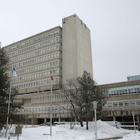 L'Université Laurentienne en hiver.