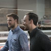 Reportage sur une petite PME qui se spécialise dans la fabrication de plexiglas.