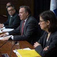 Le « trio gouvernemental » en conférence de presse.