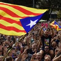 Des Catalans continuent de manifester dans les rues de Barcelone lundi, au lendemain du référendum sur l'indépendance de leur nation, considéré illégal par Madrid.