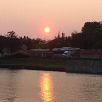 Le Soleil vient de se lever sur la rivière Matane.