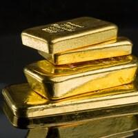 Des lingots d'or de différents poids.