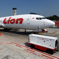 Un avion Boeing 737 Max du transporteur aérien Lion Air est stationné sur le tarmac de l'aéroport international de Jakarta en Indonésie.