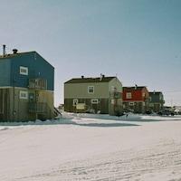 Des habitations dans le Nord québécois.
