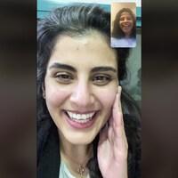 Arrêt sur image d'une conversation téléphonique visuelle entre Loujain al-Hathloul et sa soeur Lina.