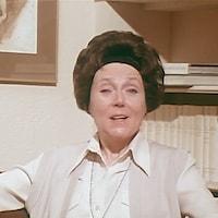 Ludmilla Chiriaeff, en entrevue dans un bureau