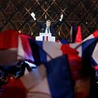 Emmanuel Macron s'adresse à ses partisans devant le Louvre, à Paris, le 7 mai 2017.
