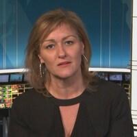 Magali Picard en entrevue sur le plateau de Radio-Canada.