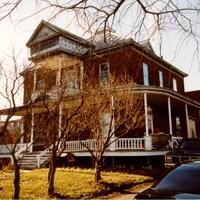 La maison Lapointe (1916-2020) était située sur au 8221 rue Notre-Dame Est coin Liébert.