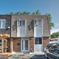 Maison unifamiliale de 8 pièces située dans l'arrondissement Rivière-des-Prairies/Pointe-aux-Trembles à Montréal.