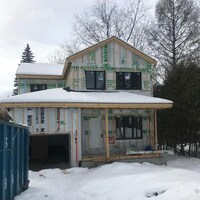 Un propriétaire foncier précurseur qui vend sa maison dans l'ouest de l'île de Montréal propose à l'acheteur potentiel de la payer en bitcoins.