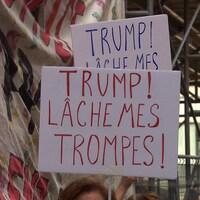 Des manifestantes devant le consulat américain à Montréal.
