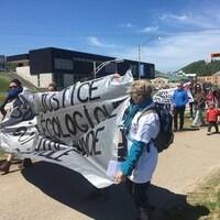 La première manifestation anti-G7 a réuni une quarantaine de personnes à La Malbaie.