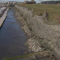 Les gabions de la marina de Matane qui soutiennent le sol sont en train de s'affaisser.