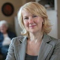 Martine Lagacé, membre du Centre de recherche de l'Institut universitaire de gériatrie de Montréal et professeure au Département de communication de l'Université d'Ottawa.
