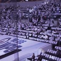 Vue de la foule dans l'aréna.