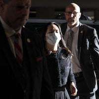 Meng Wanzhou à son arrivée vendredi au tribunal, au centre-ville de Vancouver