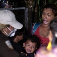 Un groupe de migrants d'Amérique centrale et d'Haïti arrêté par des agents d'immigration mexicains.
