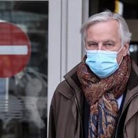 Michel Barnier porte un masque.