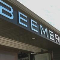 La devanture de la microbrasserie Beemer