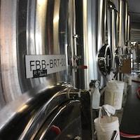 Les cuves de la microbrasserie Full Beard Brewing à Timmins, dans le nord de l'Ontario