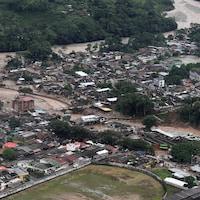 Une grande partie de la ville a été ensevelie par la boue.