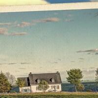 Carte postale représentant le 2e épisode de la série audio Mon Amérique : la naissance du folk québécois avec un décor de campgane québécoise.