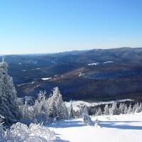 Paysage montagneux en hiver.
