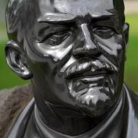Gros plan sur une statue de Lénine, qui se trouve dans « le parc des monuments tombés », à Moscou.