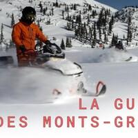 Un motoneigiste pratique son sport dans les monts Groulx, sur la Côte-Nord.