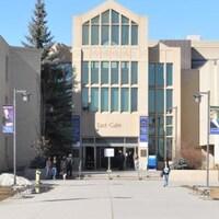 Façade de l'Université Mount Royal, à Calgary.