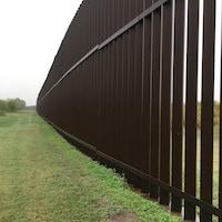 Le mur  pour empêcher les migrants d'accéder aux États-Unis.