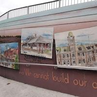 Une murale illustrant plusieurs vieux bâtiments.