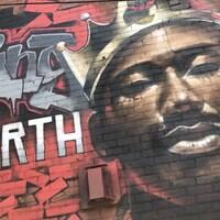 Le joueur des Raptors Kawhi Leonard a été immortalisé sur une murale à Toronto.