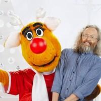 La mascotte d'Opération Nez Rouge avec le porte-parole 2018, François Bellefeuille