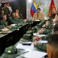 Nicolas Maduro est assis à une table avec des commandants de l'armée.